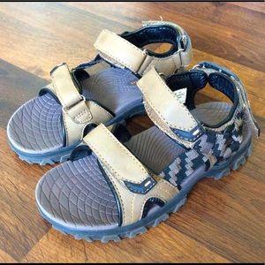 Beaver creek boys size 13.5 outdoor sandals shoes
